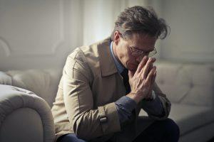 Überlastung in der Pflege wird schnell für die pflegenden Angehörigen zum gesundheitlichen Problem